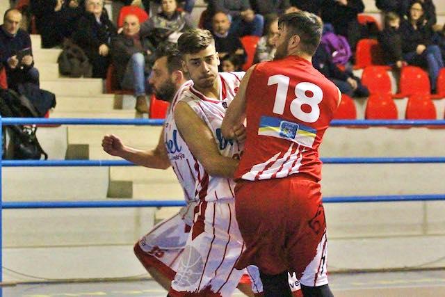 Una brutta Vetrya Orvieto Basket lascia la vetta a Perugia
