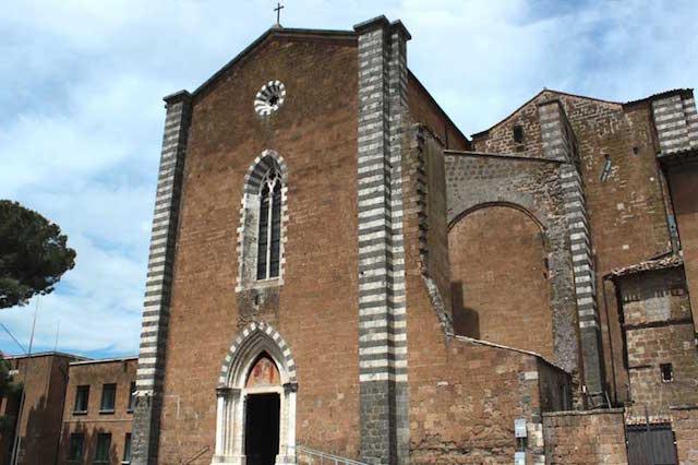 Fiori e luci alle finestre, San Domenico celebra la Madonna della Mercede