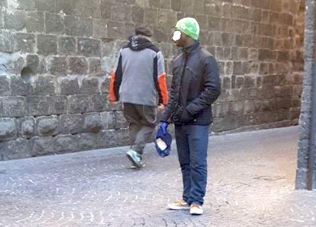 """Accattonaggio molesto, petizione della Lega Orvieto: """"Il Comune si attivi"""""""