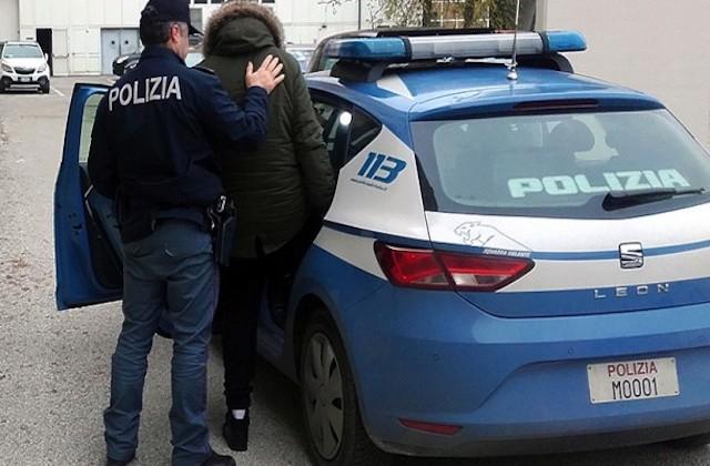 Anziani si contendono ragazza con ricatti di foto sessuali, arrestato