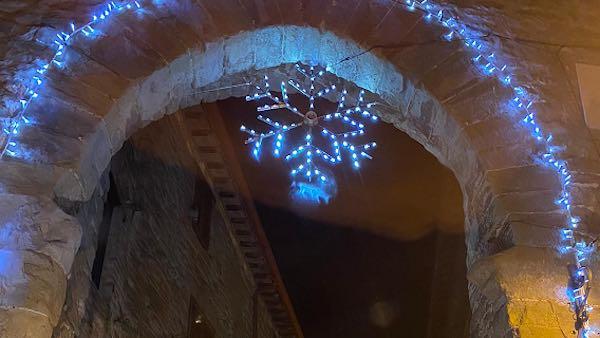 """Paciano """"illuminata dal Natale"""". Pro Loco e Comune: """"Lo facciamo per i nostri cittadini"""""""