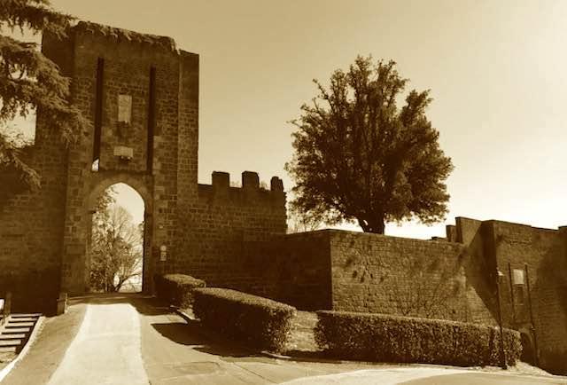 """Suggestioni medievali all'Albornoz. """"Orvieto 1264"""" porta i """"Ludi alla Fortezza"""""""