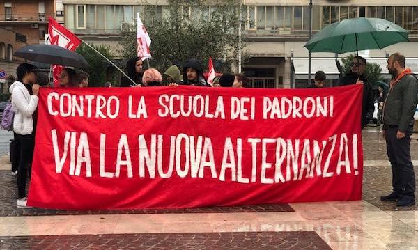 Studenti in piazza contro la riforma dell'Alternanza Scuola Lavoro