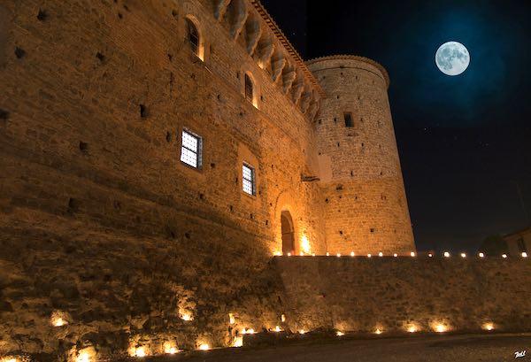 """""""A Lume di Lumaca"""". Brillano candele e torce all'ombra del castello"""