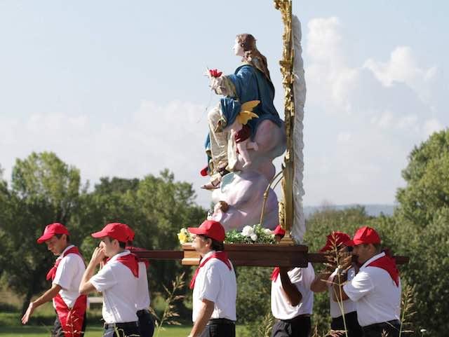 Oltre cento portantini per scortare la statua di Maria Assunta in Cielo