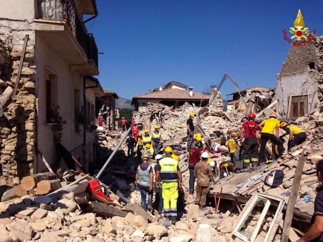 Terremoto: 290 vittime, nuova scossa provoca altri crolli in scuola Amatrice. Papa Francesco presto nei luoghi del sisma