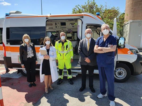 """Visita del referente regionale del 118 al """"Santa Maria"""". Potenziato il servizio con una nuova ambulanza"""