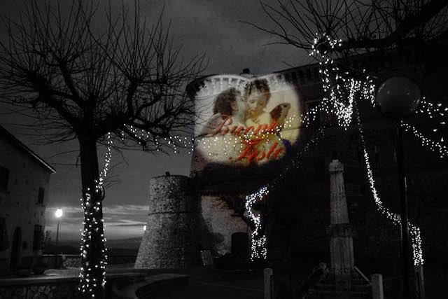 """Il Castello di Alviano è social. Gli auguri di """"Buone Feste"""" si fanno con gli amorini"""