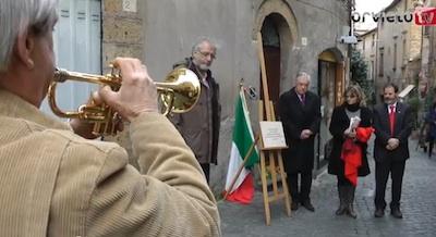 VIDEO - Angelo Costanzi, posta la pietra d'inciampo in Via dei Magoni