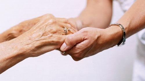 Dalle visite a domicilio al pronto farmaco, arriva l'assistenza agli anziani