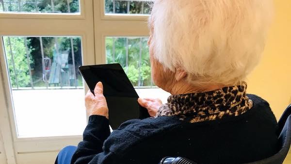"""""""Dotare le Rsa di tablet per consentire agli anziani di interagire con i propri cari"""""""