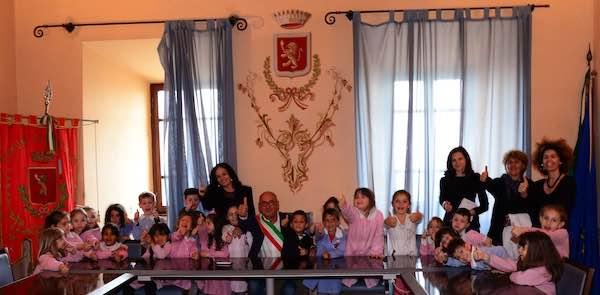 """I bambini della Scuola dell'Infanzia diventano """"sindaco per un giorno"""""""