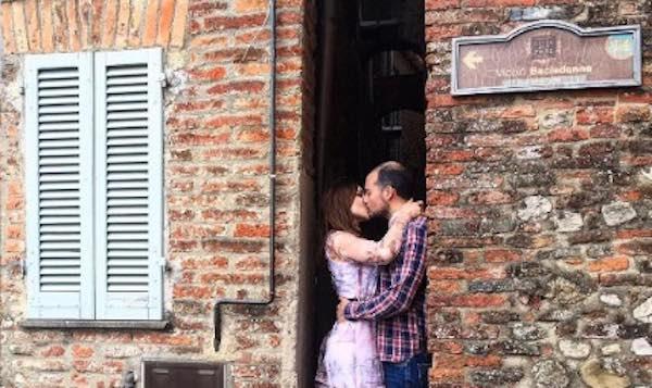 """San Valentino al Vicolo Baciadonne. Stretti stretti con """"Love Street"""""""