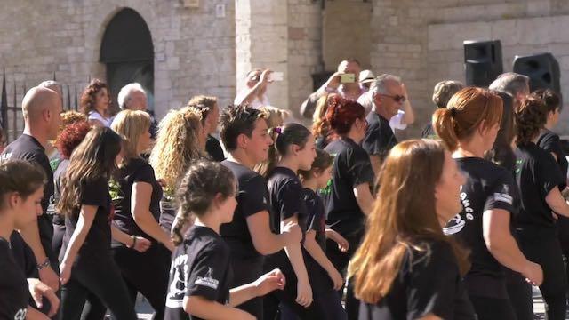 Dopo Perugia il flash mob di ballo arriva ad Alviano