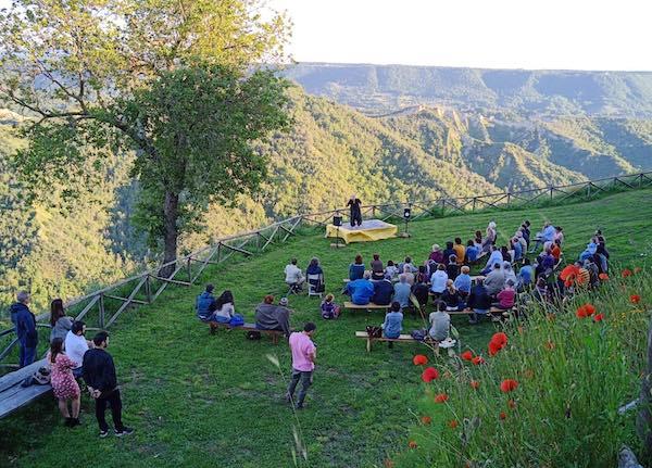 """Grande successo per """"Viaggio di Psiche"""" al Monumento Naturale Balza di Seppie"""