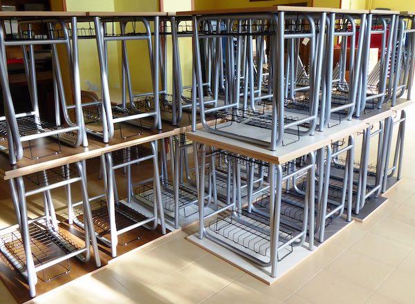Consegnati 200 nuovi banchi e sedie alle scuole di Vetralla
