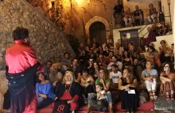 """""""A Veglia, il teatro del baratto"""", assessori come presentatori"""