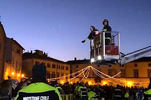 Vigili del Fuoco e Protezione Civile in piazza per l'arrivo della Befana
