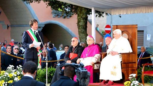 Una targa per ricordare la visita di Papa Benedetto XVI