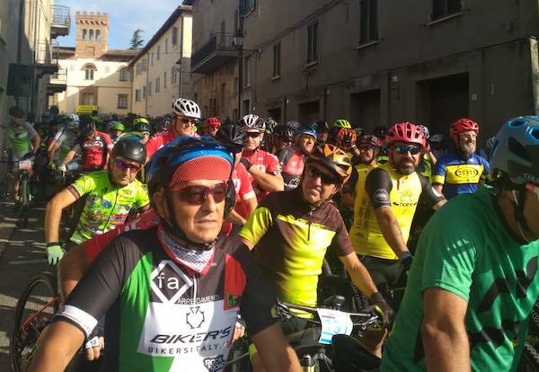 """Oltre 300 bikers al terzo """"Raduno dei Vulcani"""" per Mountain Bike"""