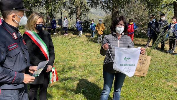 """Scuola e Carabinieri Forestali insieme per il progetto """"Un albero per il futuro: crea il bosco diffuso"""""""