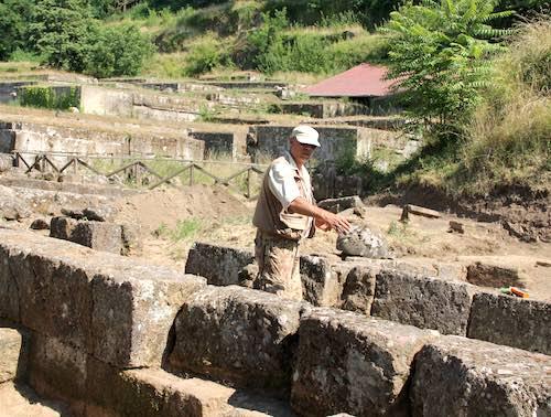 Passeggiate in sicurezza nella Necropoli del Crocifisso del Tufo