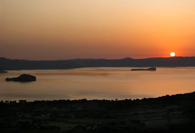 """In barca per """"Il Tour del Mistero"""". Alla scoperta degli enigmi del Lago di Bolsena"""