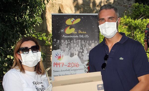 Bonucci dona le sue mascherine anche all'Associazione Eta Beta Odv