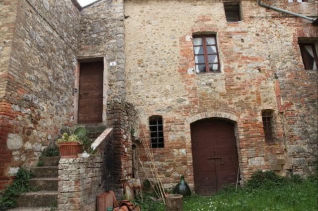 Interi borghi italiani in vendita sul web, l'affare è a Monteleone d'Orvieto