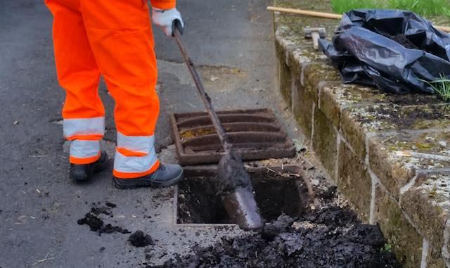 Iniziato il programma di pulitura delle caditoie stradali su tutto il territorio