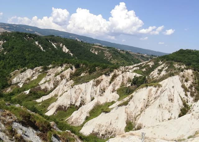 """""""Il Riccio"""" chiede più rispetto per il paesaggio calanchivo dell'Umbria"""