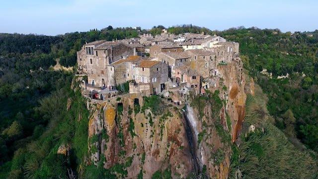 """Nel """"borgo magico"""" di Calcata, con Asds Polisportiva Castel Viscardo e Armata Brancaleone"""