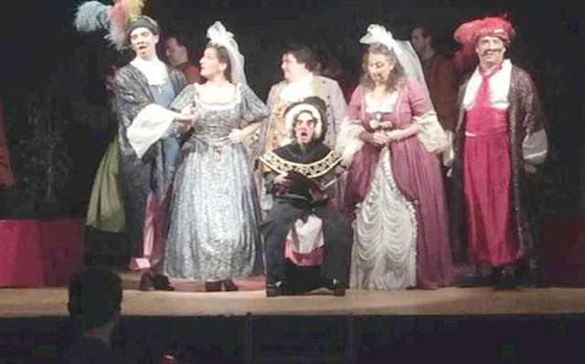 """Entusiasmo per la rappresentazione della selezione dall'Opera """"Così fan tutte"""" di Mozart in piazza S.Maria"""