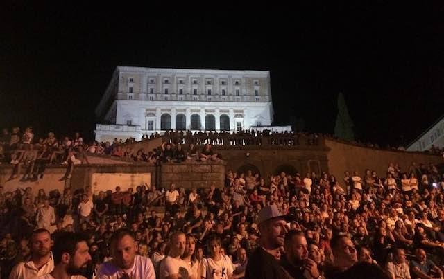 La musica di Vasco sullo sfondo di Palazzo Farnese. Applausi per Rocchetti e Doppio Senso