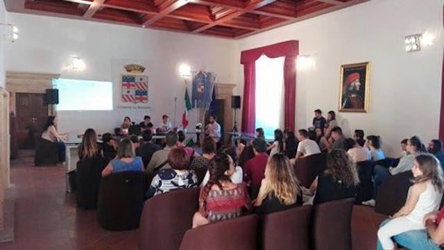 Tanti studenti alla presentazione del libro su olocausto e terrorismo di Christiana Ruggeri