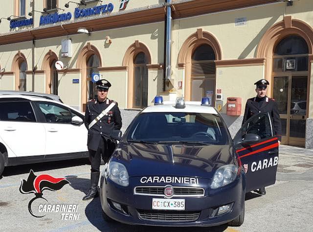 Aggredisce una studentessa alla stazione, arrestato per violenza sessuale dai carabinieri