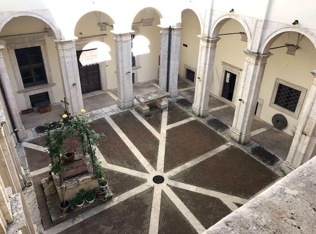 """""""La piazza e la corte: antichi momenti di festa, in due castelli della campagna umbra"""""""