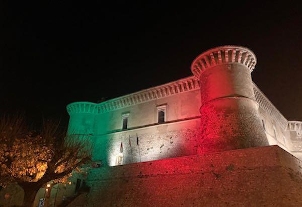 4 Novembre, tricolore e versi di Ungaretti sul Castello di Alviano
