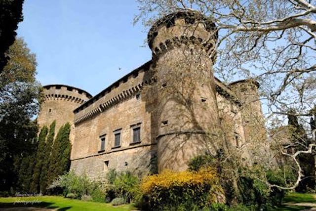 """""""Omaggio ad Elena"""". Cena gourmet e visita a lume di candela al Castello Orsini"""