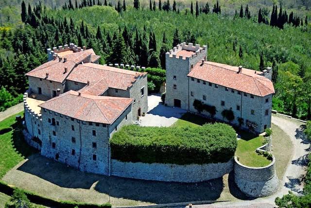 Suggestioni d'inverno al Castello di Montegiove, torna il Mercatino di Natale