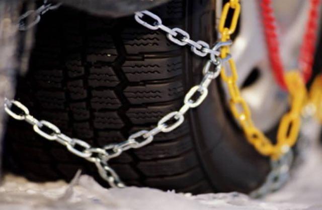Catene a bordo o pneumatici invernali: le raccomandazioni Anas