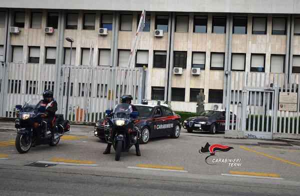 Simula una rapina ma viene scoperta e denunciata dai Carabinieri