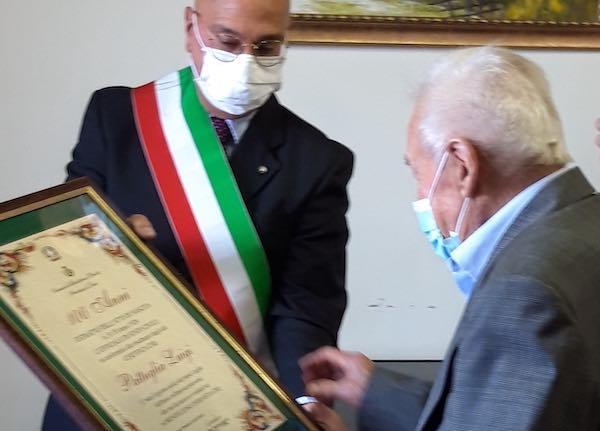Pergamena ricordo del Comune per i 100 anni di Luigi Pattuglia