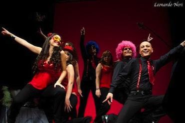 """Una dolce crostata di Carnevale. Successo dei """"Cherries on a swing set"""" al Teatro Caporali di Panicale"""