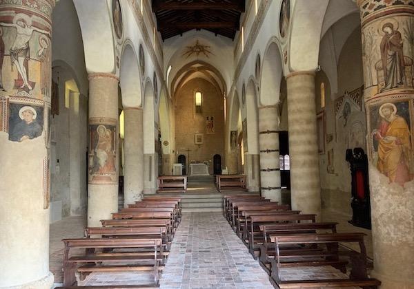Il vescovo benedice l'icona della Madonna del Soccorso, ricollocata dopo il restauro