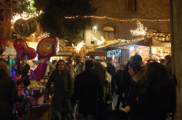 """In migliaia al """"Caffeina Christmas Village"""", visitabile ancora fino a domenica"""