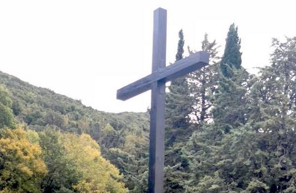 """Il Comune esegue lavori al Cimitero ma avverte """"Occorre più attenzione per il decoro"""""""