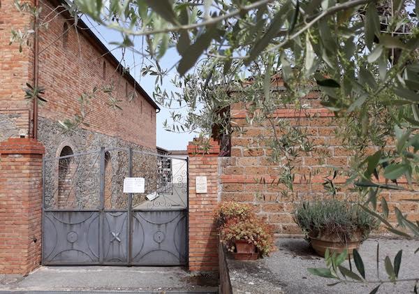 Al Cimitero di Monteleone d'Orvieto con guanti, mascherine e l'impegno della Protezione Civile