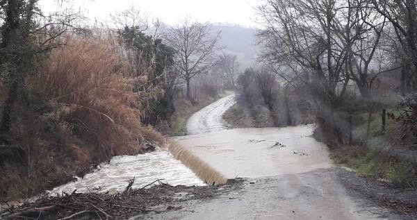 Maltempo, chiusi gli attraversamenti a scivolo in località Pian di Cirignano e Onteo