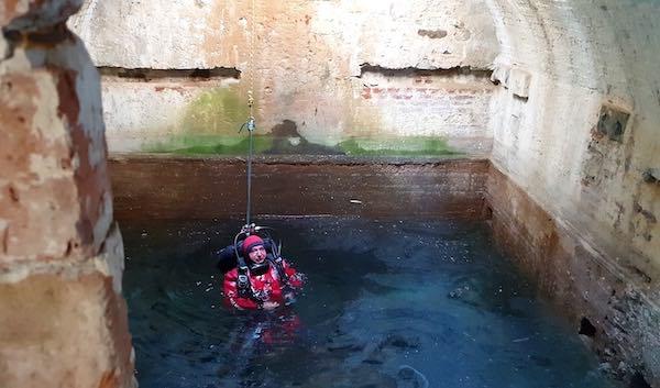 Ispezione speleologica nel pozzo, per rendere fruibili i segreti del sottosuolo